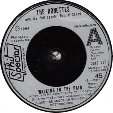 RONETTES Walking In The Rain / I Wonder (Phil Spector Int. 2010017) UK 1976 45